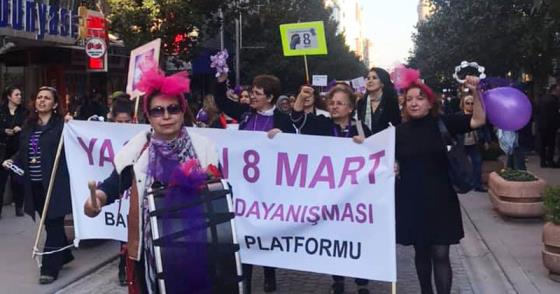 KADINLARDAN 8 MART'A RENKLİ KUTLAMA