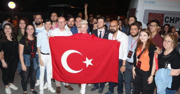 CHP'LİLER FENER ALAYI VE PAMELA İLE COŞTU