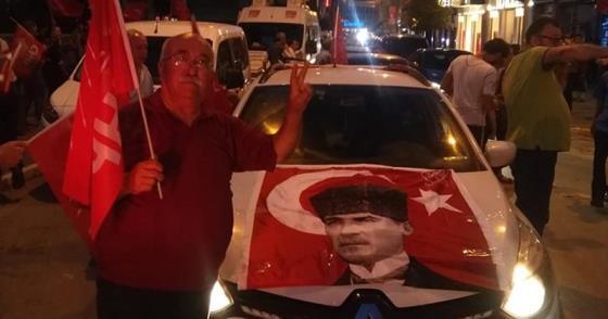 BALIKESİR CHP'DEN KONVOYLU KUTLAMA